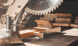 Should You Re-sharpen or Replace Saw Blades?