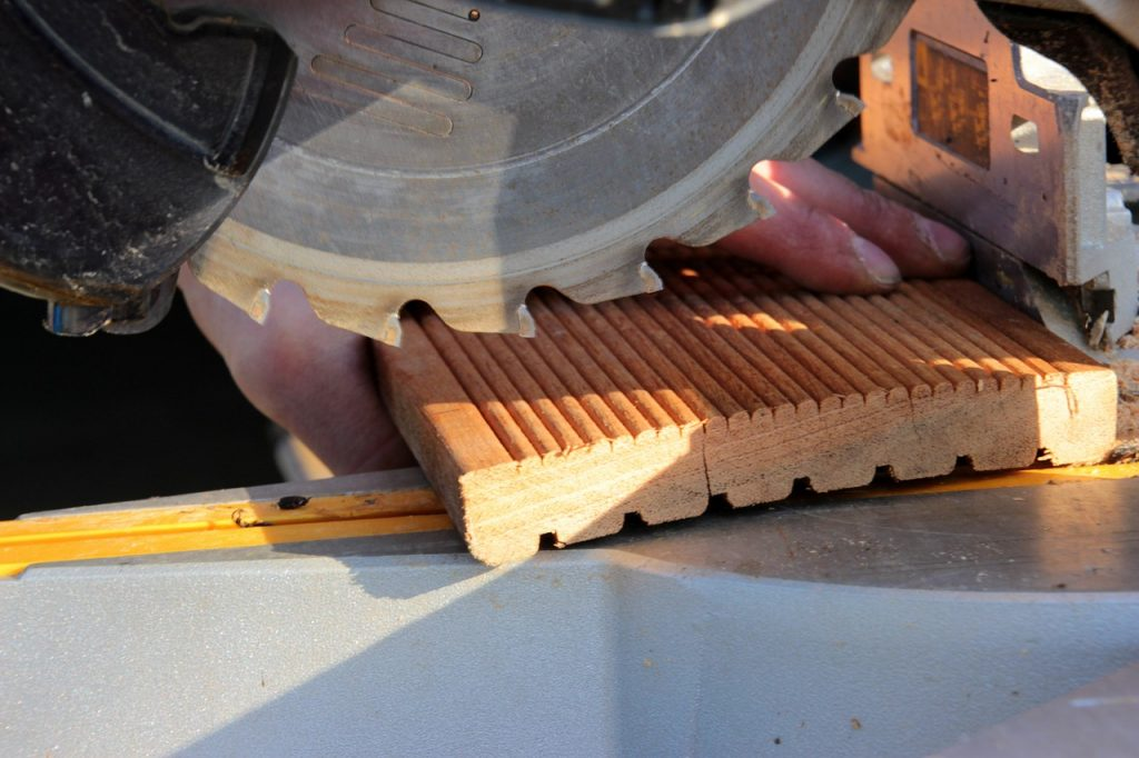 how to change a saw blade
